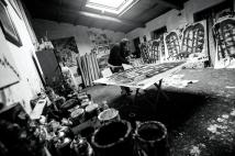 Alessandro a lavoro nel suo atelier. Foto di Ginevra D'Archi