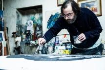 Alessandro mentre dipinge. Foto di Ginevra D'Archi
